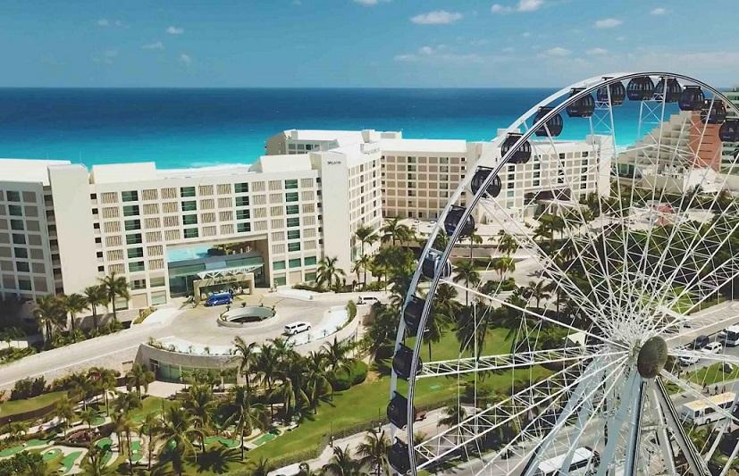 The new hot spot: The Great Ferris Wheel Cancun